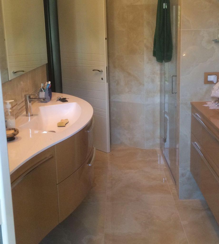 interno-bagno-lavabo-finto-safwat-milano